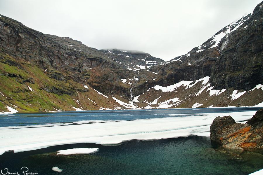 Isen låg fortfarande kvar.