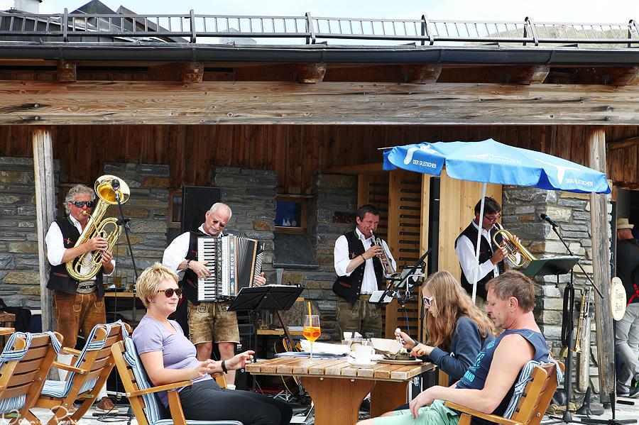 Vid Alpincenter stod en joddlande orkester som roat oss under lunchpausen.